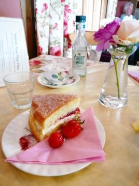 コッツウォルズより愛をこめて-ヴィクトリア・ケーキ