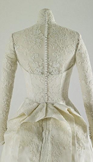 英国アンティークス・オフィシャルブログ-Duchess of Cambridge's wedding gown
