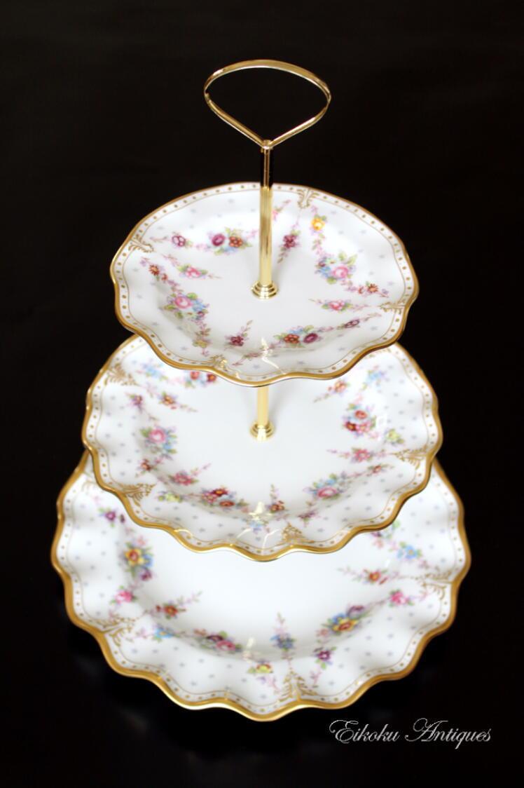 美しい国、英国のアンティーク&カントリーライフ-Royal Antoinette 3 tier cake stand
